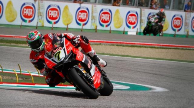 画像: 土曜日のレース1を圧勝したC.デイビス(ドゥカティ)。金曜のフリープラクティスからライバル勢に対する優位をキープして独走勝利を飾りました。 www.worldsbk.com