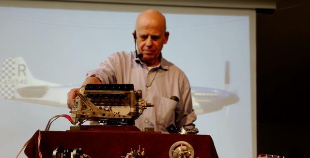 画像: 第2次世界大戦で活躍した、スピットファイアなどに搭載されたロールス・ロイス製マーリンV型12気筒の模型です。 www.youtube.com