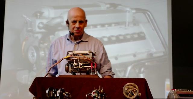 画像: こちらはスーパーカー、ブガッティ・ヴェイロンのW16エンジン模型です。 www.youtube.com