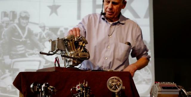 画像: このエンジンを見て、ハーレーダビッドソンVツイン?と思ってしまった人も多いのでは? これはスウェーデンの名門ハスクバーナが、1934年にロードレース用に開発したOHV500ccのVツインエンジンの模型なのです。 www.youtube.com