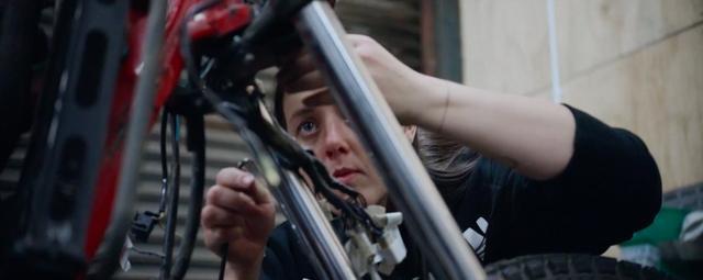 画像: 彼女たちは、自分の愛車は自分たちでカスタムやメンテナンスしています。スゴイですね! vimeo.com