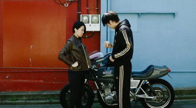 画像: イイことがない尽くしで、ボヤ〜っと歩いていたら、リックマンCRに乗る男とごっつんこ・・・。 vimeo.com