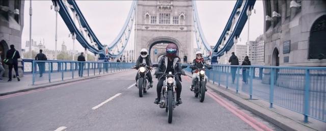 画像: ロンドンの街中を、彼女たちの愛車が疾走します! vimeo.com