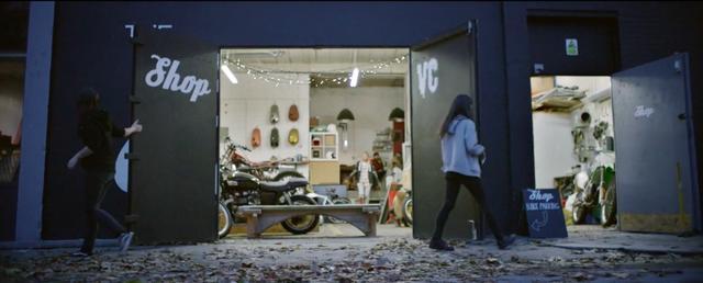画像: VCロンドンの、とっても立派なワークショップ・・・。楽しそうなバイクライフで羨ましいです。 vimeo.com
