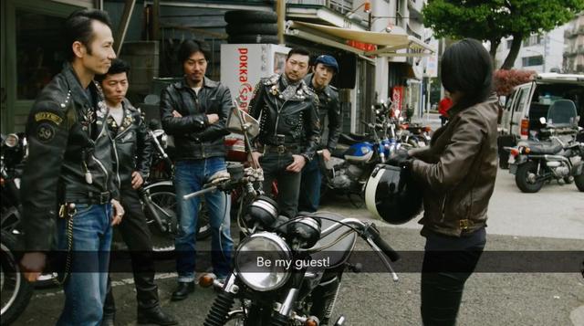 画像: アキとリックマンCRがたどり着いたのは、ロッカーズの溜まり場・・・。 vimeo.com