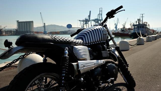 画像: Custom Triumph Bonneville by Fugar Metal Worker www.youtube.com