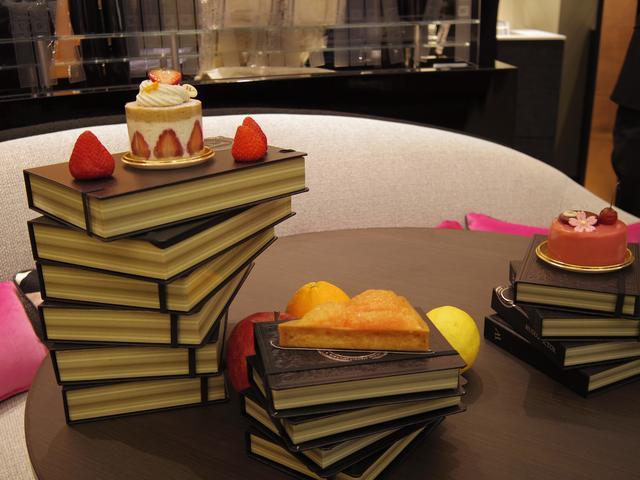 画像: あの『Louis Vitton』『Dior』など、本場パリの数々のラグジュアリーブランドからもコラボレーションが殺到している同店。