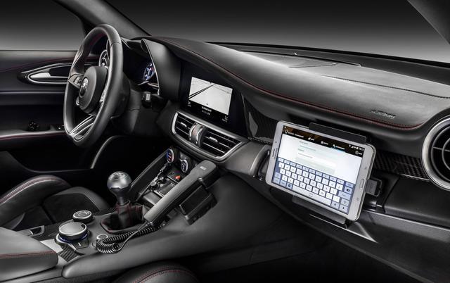 画像: テンションあがる仕事用の車。業務を忘れて走りに行っちゃいそう。 www.roadandtrack.com
