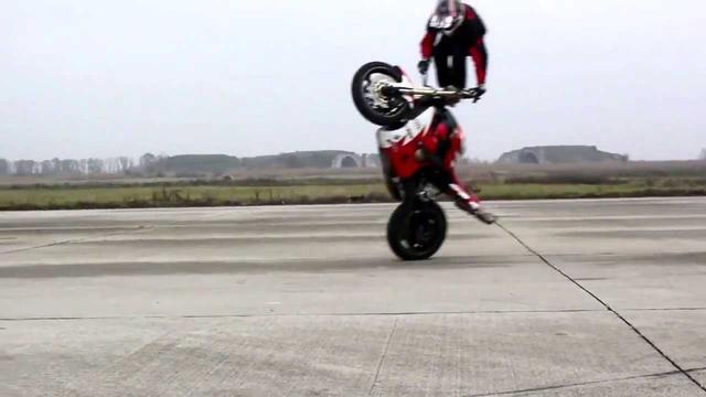 画像: Motorcycle Gangnam Style youtu.be