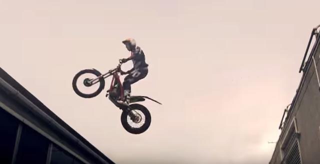 画像3: 【灼熱バトル!】パルクール VS バイク。どっちが先に目的地にたどり着くことができるでしょう?