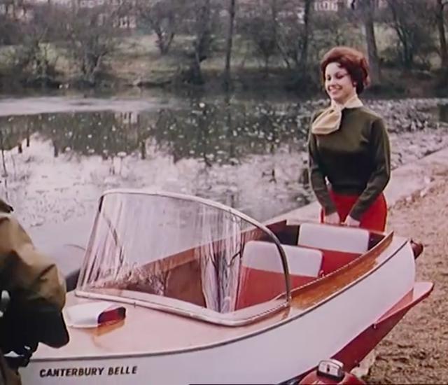 画像: なんと! サイドカーのカー側が取り外されます! 男女ふたりで持ち上がるくらい軽量にできているんですね。 www.youtube.com