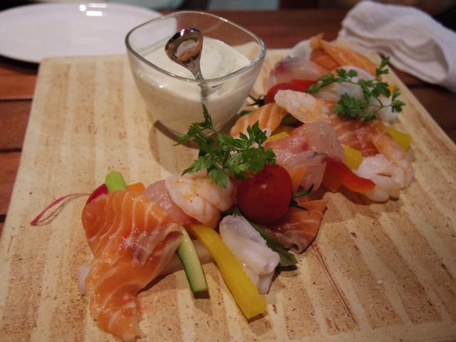 画像: 三浦野菜と魚介のセルヴェル・ド・カニュ 1380円