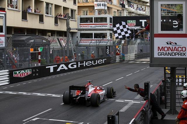 画像: 多くの関係者、スポンサーの集まるモナコGPでの優勝は印象が強く残ります。 www.autosport.com
