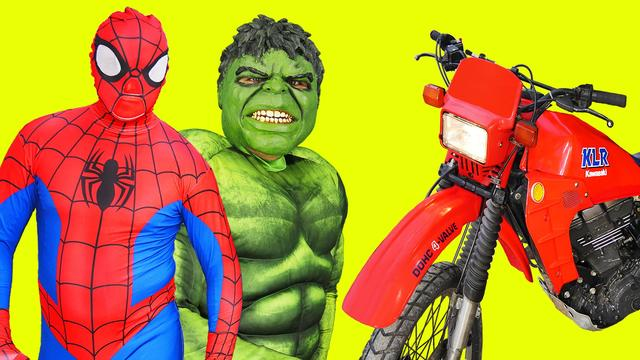 画像: Spiderman and Hulk in Real life riding on the motorcycle youtu.be