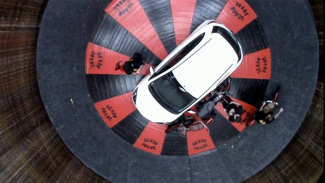 画像: The Mazda2 vs The Wall of Death youtu.be