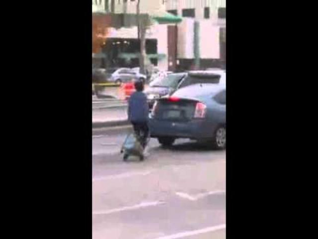 画像: woman in Chicago thinks she's a car youtu.be