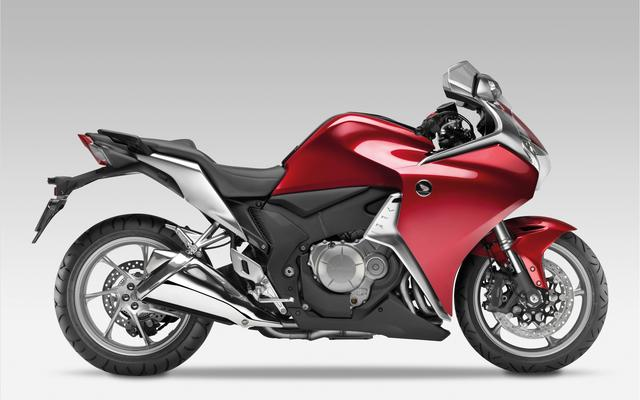 画像: HONDA VFR1200F reviews2012.files.wordpress.com