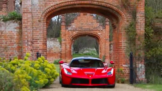 画像: 颯爽と登場するラ フェラーリ。世界限定499台。価格は1.6億円・・・と言われてます。 www.youtube.com
