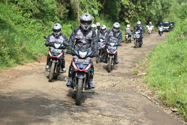 hondaのオフロードスクーター lawrence motorcycle x cars α