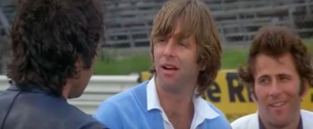 画像: こちらはアメリカ人のライバル、ブルース・マクブライド。見た感じファクトリースペックっぽいスズキRGB500で連戦連勝を記録する強敵です。 www.youtube.com
