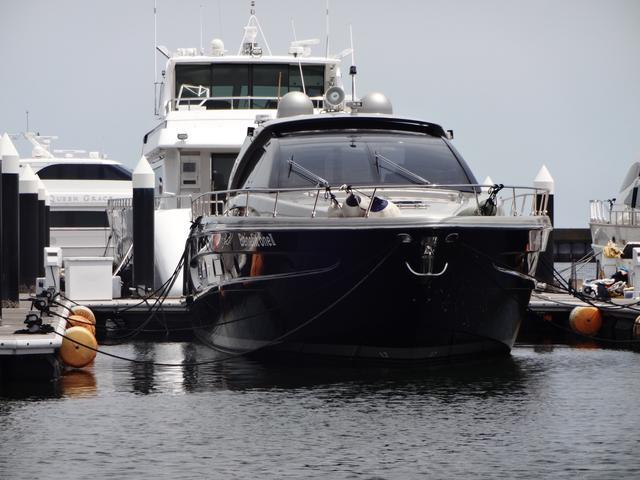 画像: 電源はマリーナから供給されるので船を動かさなくても設備が使える。ので、生活できます。