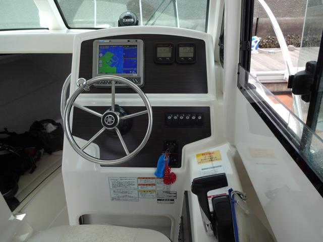 画像: コックピット(運転席)。ハンドルのヤマハ音叉がかっこいい。
