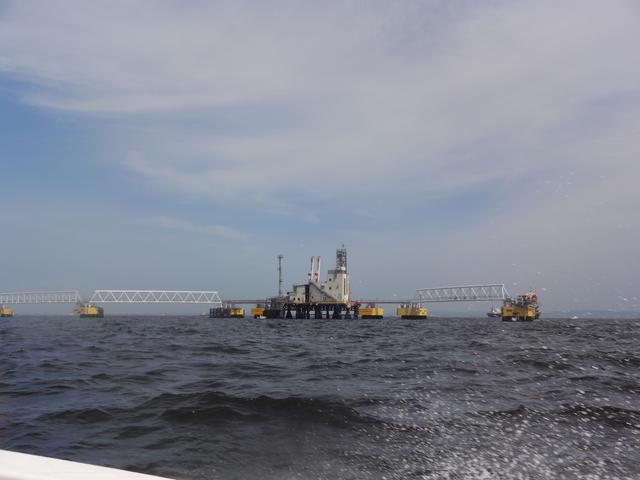 画像: 採掘?採油? 海の上の建造物はでかいし、考えたこともない世界で、良い刺激