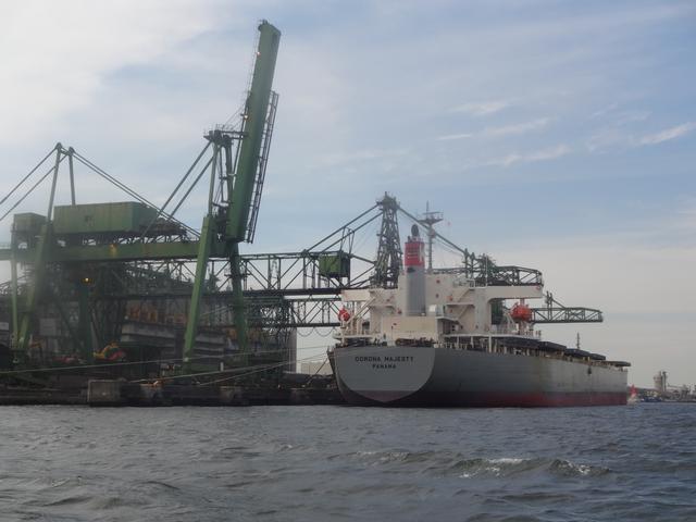 画像: 船も巨大なら湾岸の施設も巨大。なんかiPhoneより大きいもの持たない日常に違和感を感じます