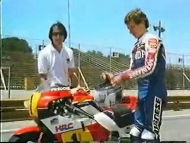 画像: Freddie Spencer (1984 GP bike) Vs 300ZX Nissan Vs Honda 700 Sabre | GetGeared.co.uk youtu.be