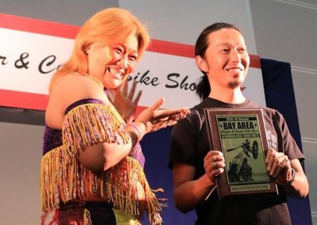 画像: 授賞式の様子(右:中嶋氏)