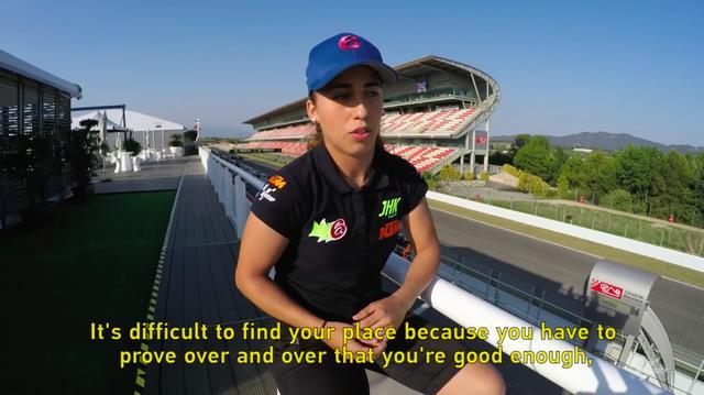 画像: オフショットのマリアは普通の女の子・・・という感じですが、バイクに乗るとやはりスゴイです! www.youtube.com