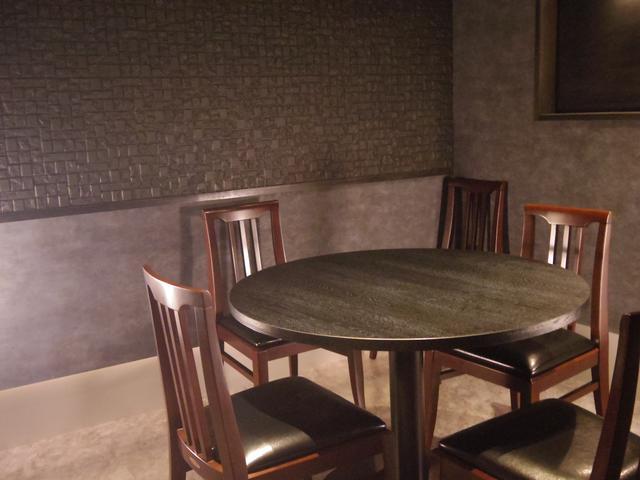 画像: 個室もドア付きの完全別室。自身が業界に精通している田辺氏ならではの、細やかな配慮が行き渡った店の作り。 s.ameblo.jp