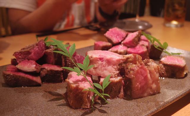 画像: 肉三種盛り(高森和牛・やんばる島豚・夏鹿) s.ameblo.jp