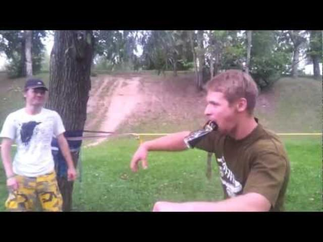 画像: Guy imitates the sound of bike with the beer can youtu.be