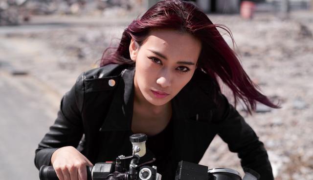 画像: 水川あさみさん似の美人がキリッと。