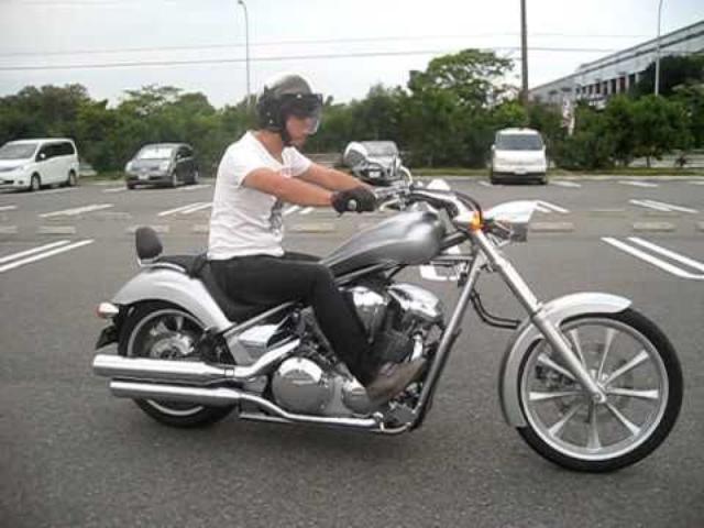 画像: HONDAのバイク:VT1300CX(FURY)デジタルシルバーメタリック<その1> www.youtube.com