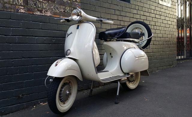 画像: この滑らかなボディライン・・・これぞベスパ。 www.gasoline.com.au
