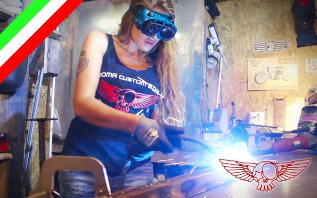 画像: La saldatrice MIG - ep03 - insegna alla tipa ad usare l'attrezzo youtu.be