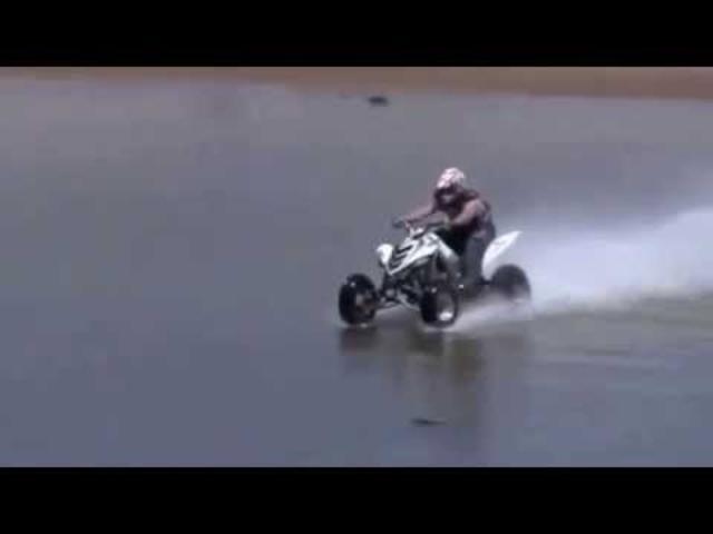 画像: ハイドロプレーニング現象で水面を走るバギー! youtu.be