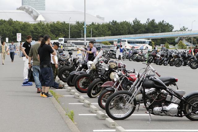 画像: やっぱりバイクのショーはバイクで行きたい、BACCの大きな魅力の一つはバイクで行けること。ショーを見終わった後、のんびり駐車場を一周して帰れるとやはり二度楽しい。私たちはこんな時間が大好きなのだ。