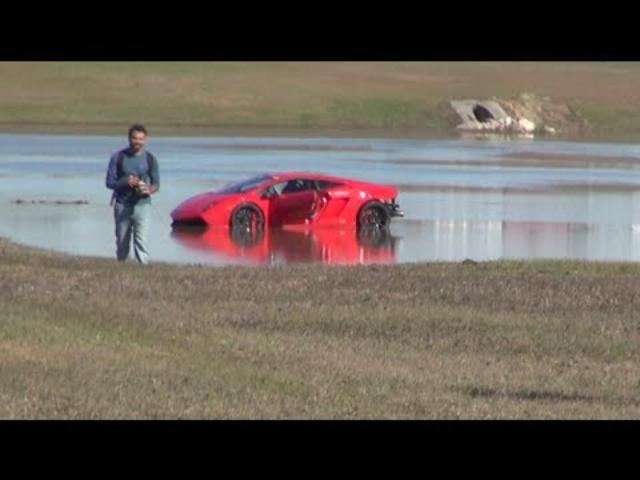 画像: 2000HP Lamborghini loses control into lake youtu.be