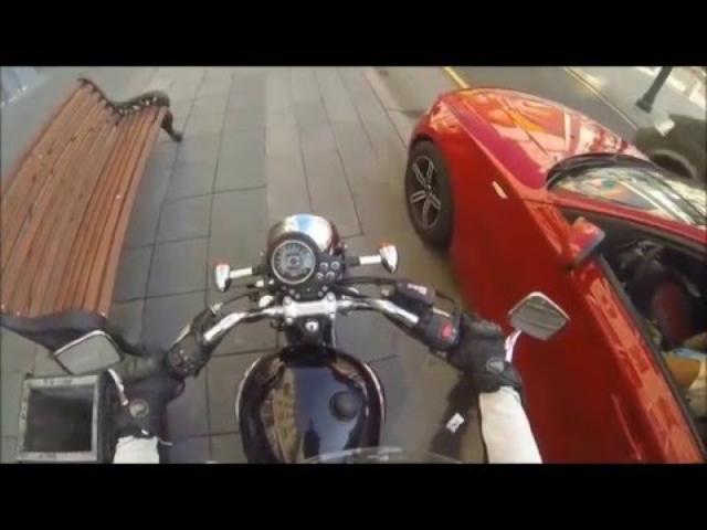 画像: Sexy Angry Biker Girl VS Idiots www.youtube.com