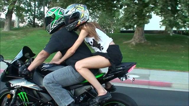 画像: SEXY Girl Model Wants To Try Riding On A SportBike Motorcycle. 2009 Kawasaki Ninja ZX6R. VLOG youtu.be