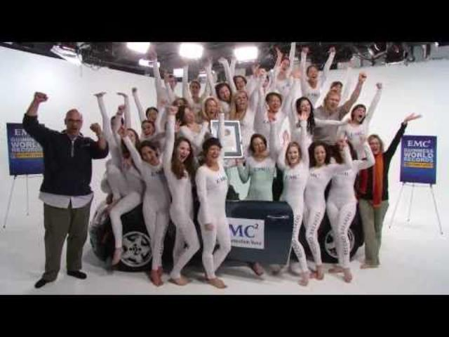 画像: EMC Breaks Record with Pilobolus - 26 People in a Mini Cooper www.youtube.com