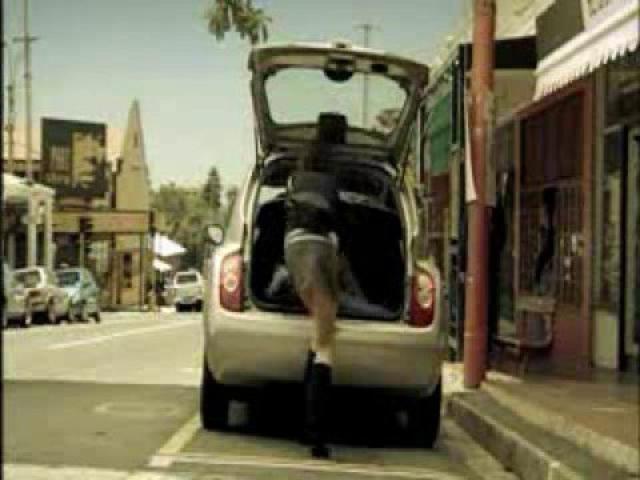 画像: Nissan Micra Commercial - Parking Trick youtu.be