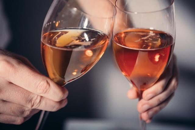 画像: 【さくっと深層心理テスト】この夏あなたを虜にする女性を診断!好きな人と乾杯するならどのお酒を選ぶ?