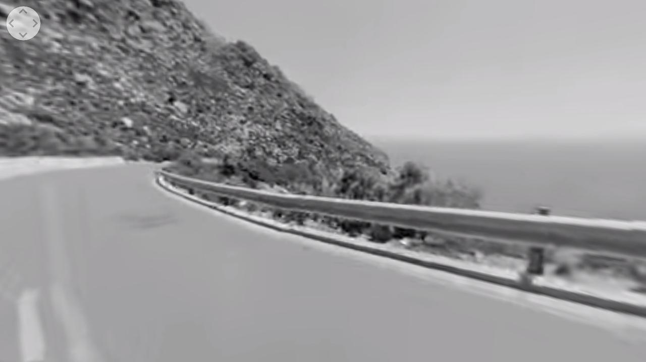画像: ダウンヒルスケートボード編。このスクリーンショットを見るだけだと、画質の荒い白黒のヘルメットカム動画・・・としか思えませんが・・・。 www.chanel.com