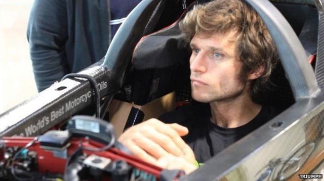 画像: そのイケメンぶりと、果敢な走りで多くのファンをもつスターライダー、ガイ・マーチン。TTレーサーとしてのキャリアには現時点でピリオドを打ちましたが、そんな彼は今、世界速度記録更新者のリストにその名を加えることに燃えております。 ichef.bbci.co.uk
