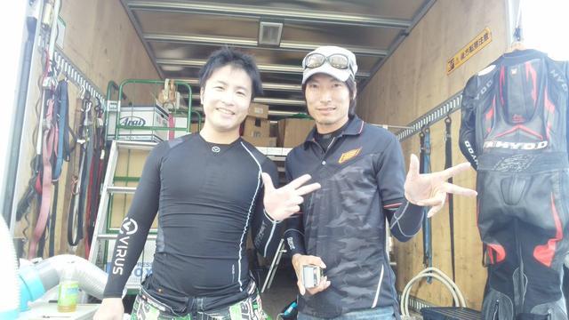 画像: 左:渡辺一樹選手 右:東村伊佐三選手 www.facebook.com