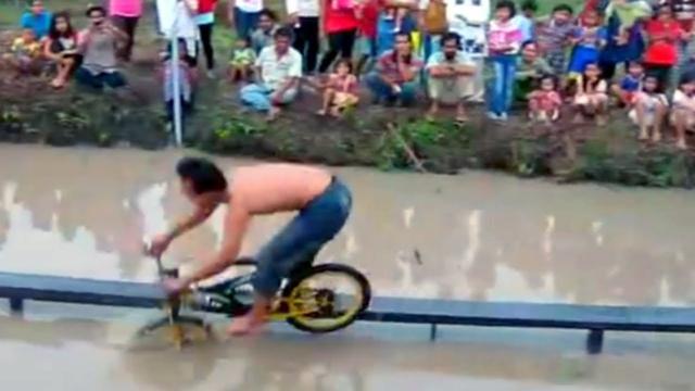 画像: BEST BiKE RACE EVER ON EARTH !!! youtu.be